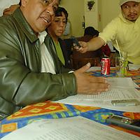 Toluca, Mex.- Luis Zamora Calzada, líder del Sindicato Único de Maestros y Académicos del Estado de México (SUMAEM), habla con periodistas sobre la negativa al reconocimiento de su sindicato magisterial. Agencia MVT / José Hernández. (DIGITAL)<br /> <br /> <br /> <br /> NO ARCHIVAR - NO ARCHIVE