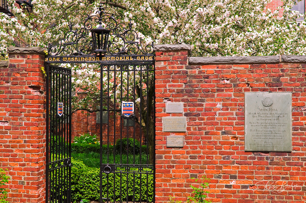 Washington Memorial Gate at the Old North Church on the Freedom Trail, Boston, Massachusetts