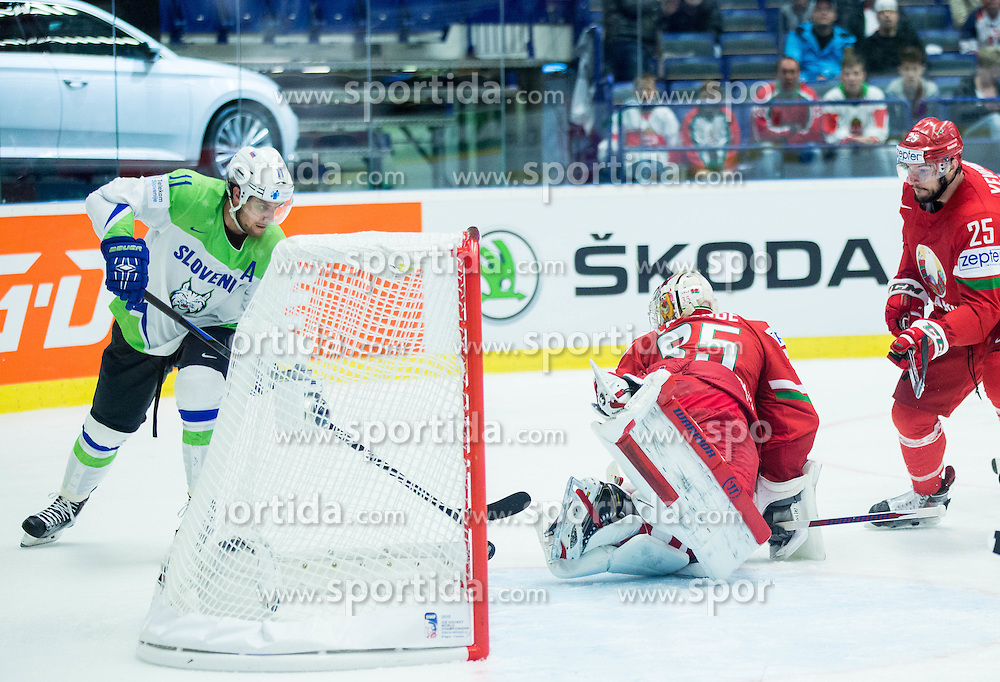 Anze Kopitar of Slovenia vs Kevin Lalande of Belarus during Ice Hockey match between Belarus and Slovenia at Day 2 in Group B of 2015 IIHF World Championship, on May 2, 2015 in CEZ Arena, Ostrava, Czech Republic. Photo by Vid Ponikvar / Sportida