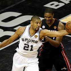 Jun 16, 2013; San Antonio, TX, USA; San Antonio Spurs power forward Tim Duncan (21) receives a pass against Miami Heat center Chris Bosh (1) during the second quarter of game five in the 2013 NBA Finals at the AT&T Center. Mandatory Credit: Derick E. Hingle-USA TODAY Sports