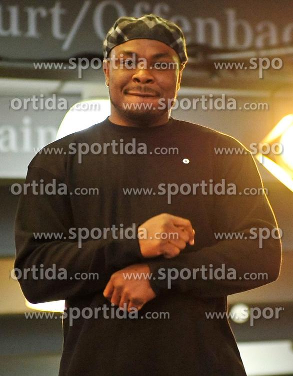 08.09.2010, Mercedes-Benz Gebrauchtfahrzeug-Center, Frankfurt, GER, Pressetraining, Wladimir Klitschko, im Bild Samuel Peter, EXPA Pictures © 2010, PhotoCredit: EXPA/ nph/  Roth+++++ ATTENTION - OUT OF GER +++++ / SPORTIDA PHOTO AGENCY