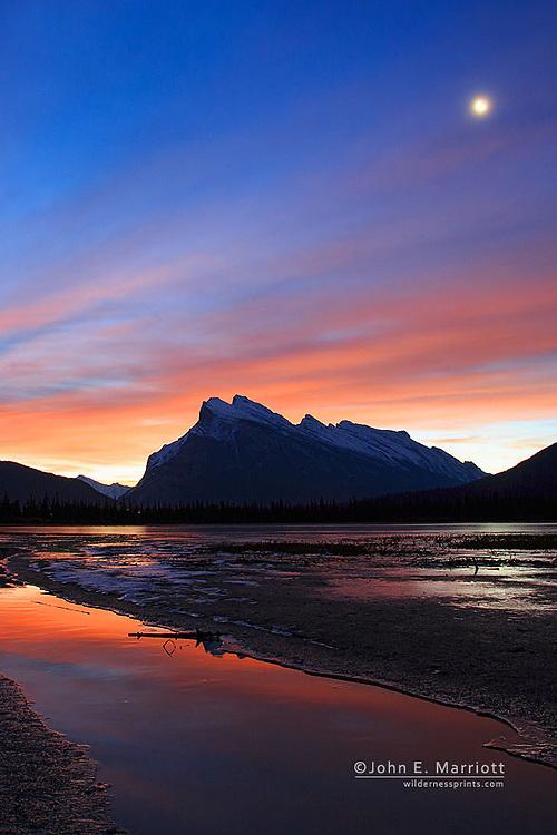 Mt Rundle and Vermilion Lakes at sunrise, Banff National Park, Alberta, Canada