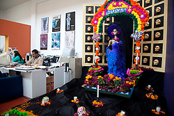 "Altar em homenagem a Celebracao ao dia dos Mortos , na area de trabalho dos funcionarios do antigo Colegio  San Ildefonso, local de exposicoes culturais. Conhecida como  "" La Cavalera  Catrina"" , neste caso com nome de Alfonsina, representacao humoristica do esqueleto de uma dama. Dia dos Mortos e uma celebracao de origem indigena, que honra os defuntos no dia 2 de novembro. Inicia no dia 1 de novembro e coincide com as tradicoes catolicas do Dia dos Fieis Defuntos e o Dia de Todos os Santos./   Altar in honor of the Day of the Dead celebration in the workplace of employees from the old Colegio San Ildefonso, local cultural exhibitions.  "" La Cavalera Catrina"", humorous representation of the skeleton of a lady . Day of the Dead (Spanish: Día de los Muertos) is a Mexican holiday. The holiday focuses on gatherings of family and friends to pray for and remember friends and family members who have died. It is particularly celebrated in Mexico, where it attains the quality of a National Holiday. The celebration takes place on November 1st and 2nd, in connection with the Catholic holidays of All Saints' Day (November 1) and All Souls' Day (November 2).Colegio San Idelfonso.Foto Adri Felden/Argosfoto"