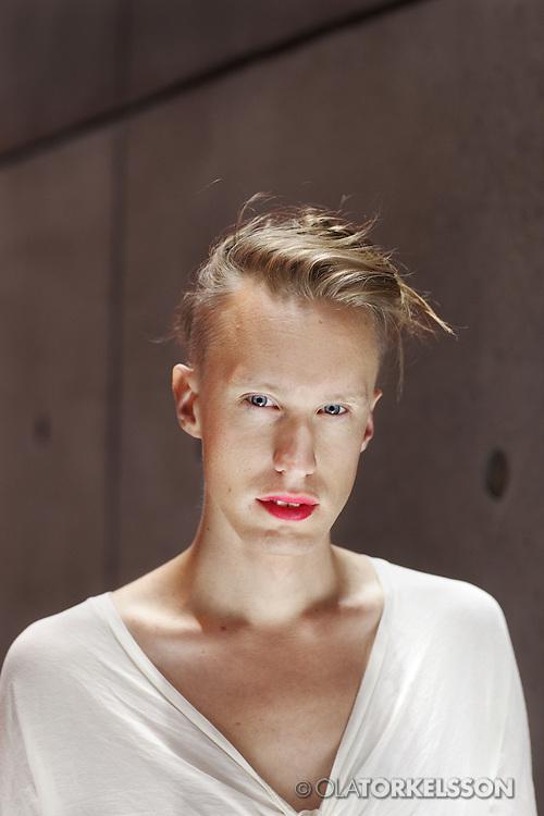 Malm&ouml; 2012-08-29<br /> Regiss&ouml;ren Ester Martin Bergsmark portr&auml;tterad i Malm&ouml;.<br /> Photo Ola Torkelsson<br /> Copyright Ola Torkelsson &copy; 2012