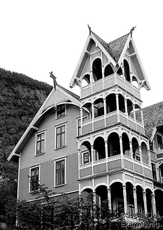 Villa Visnes, tidligere Hotell Central, i Stryn. Hotellet ble bygd i 1896 av Olai Tenden.<br /> Foto: Svein Ove Ekornesvåg