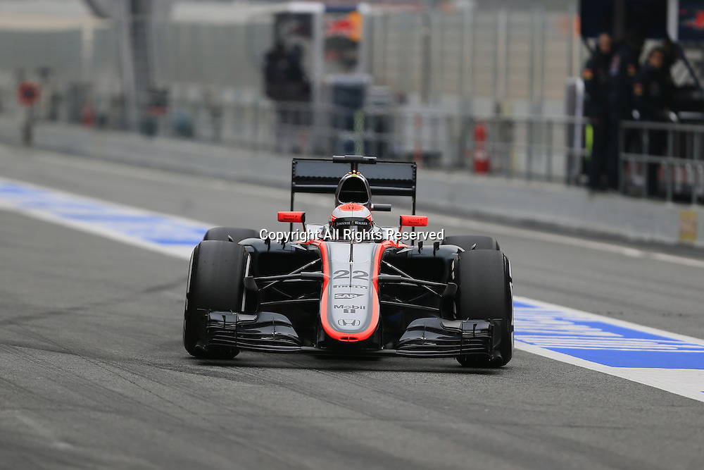 21.02.2015. Barcelona, Spain.  Jenson Button of McLaren Honda team takes control of the McLaren during day 3 of the BCN test