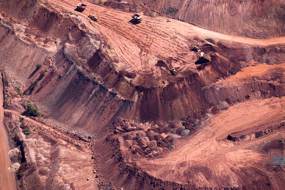 """Serra Dos Carajas. Largest open pit iron mine in the world owned by """"Mineraçao do Vale do Rio Doce""""..Daniel Beltra/Greenpeace"""