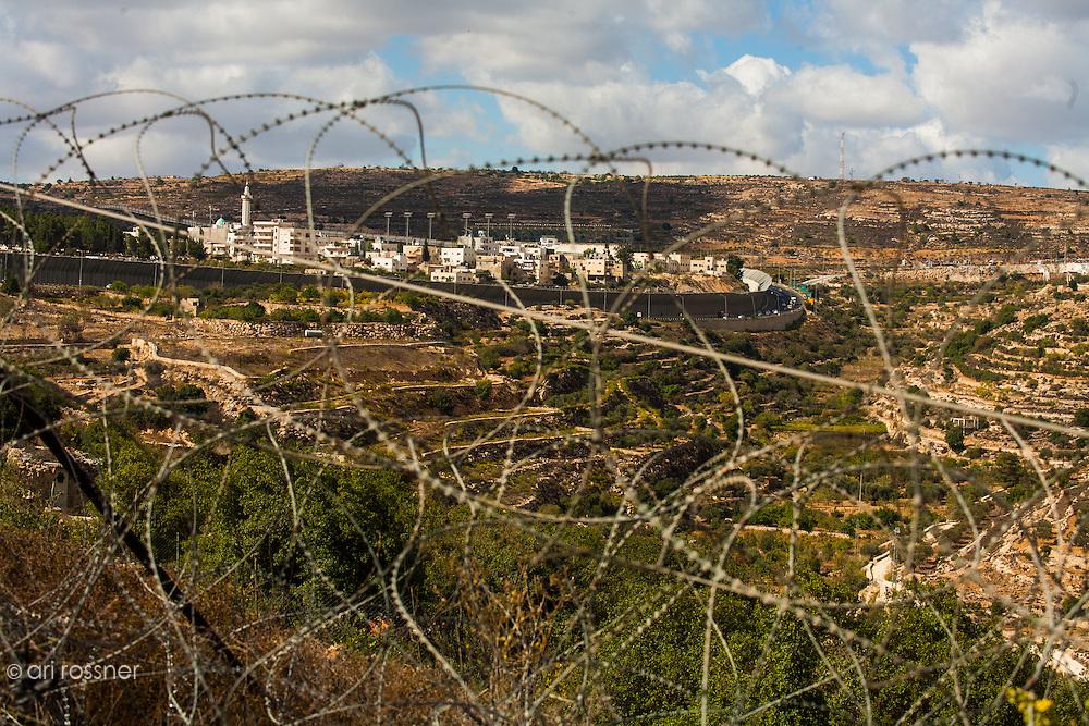Vue de Al Khadr entouré du mur