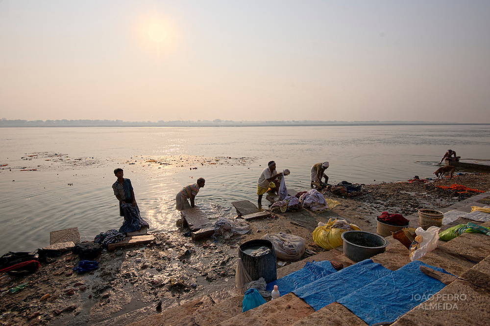 Men washing the city's clothes in the waters of the Ganges