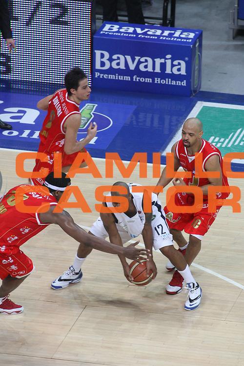 DESCRIZIONE : Bologna Lega A1 2006-07 Climamio Fortitudo Bologna Armani Jeans Milano <br /> GIOCATORE : Norris <br /> SQUADRA : Climamio Fortitudo Bologna <br /> EVENTO : Campionato Lega A1 2006-2007 <br /> GARA : Climamio Fortitudo Bologna Amani Jeans Milano <br /> DATA : 25/03/2007 <br /> CATEGORIA : Palleggio <br /> SPORT : Pallacanestro <br /> AUTORE : Agenzia Ciamillo-Castoria/G.Ciamillo
