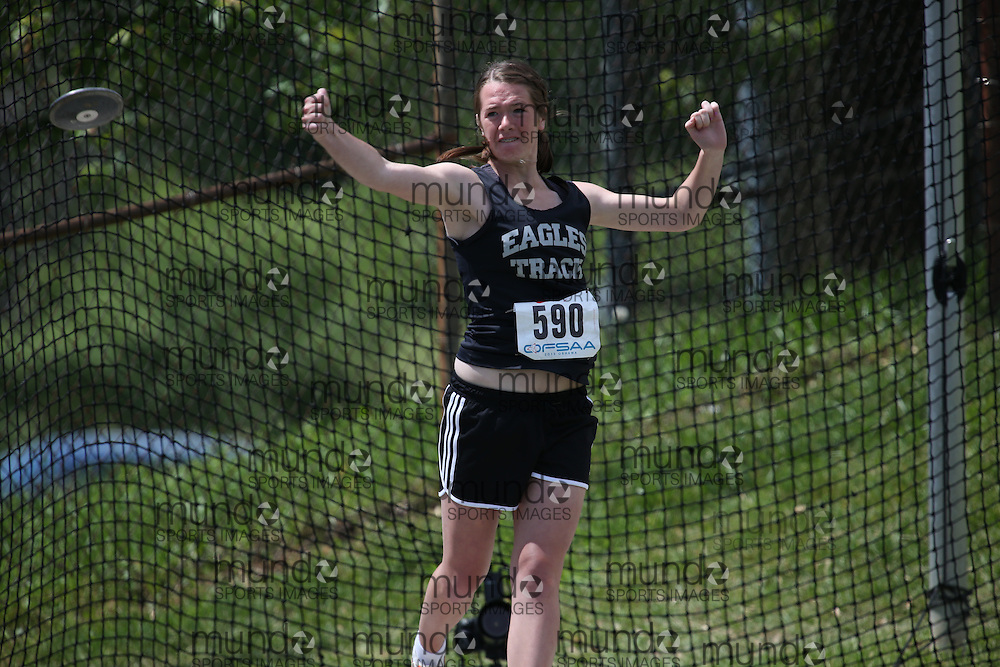 Jennifer O'Neill of Elmvale District HS - Elmvale competes in the junior girls discus at the 2013 OFSAA Track and Field Championship in Oshawa Ontario, Thursday,  June 6, 2013.<br /> Mundo Sport Images / Sean Burges