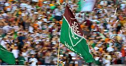 Torcedores do Fluminense antes do início da partida da equipe contra a LDU, do Equador, válida pela final da Copa Libertadores da América 2008, no Estádio Mário Filho (Maracanã), na zona norte do Rio de Janeiro (RJ), nesta quarta-feira.. FOTO: Jefferson Bernardes/Preview.com