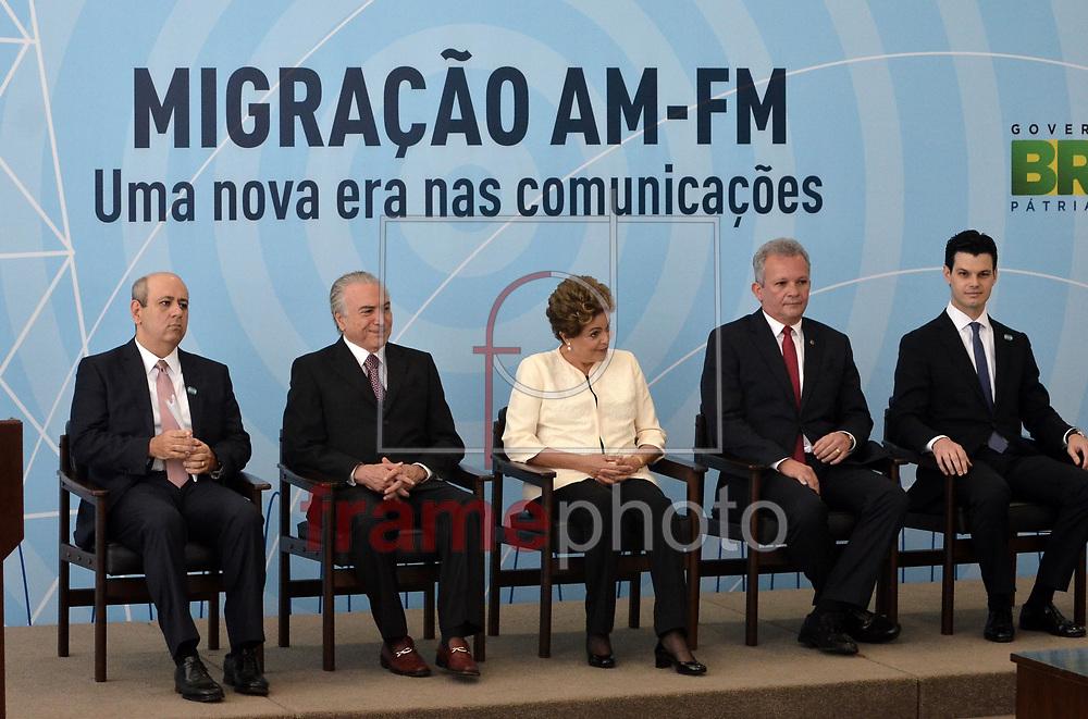 Brasilia (DF), 24/11/2015 -O vice-presidente Michel Temer e a presidente Dilma Rousseff participam da cerimônia de anúncio dos critérios de outorgas de radiodifusão AM para FM, no Palácio do Planalto . Foto: Renato Costa / FramePhoto