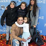 NLD/Amsterdam/20191116 - Filmpremiere Frozen II, Yes-R met partner Cheyen van Slee en kinderen Yessin Roshdy en Celine