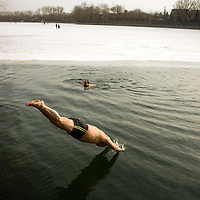 Chines people swims in the icy water of a lake in Beijing, China January 21, 2008.  Winter swimmers believe in the health benefits of their daily ritual, an activity which claims to temper the body and increase energy levels. Photo: Bernardo De Niz