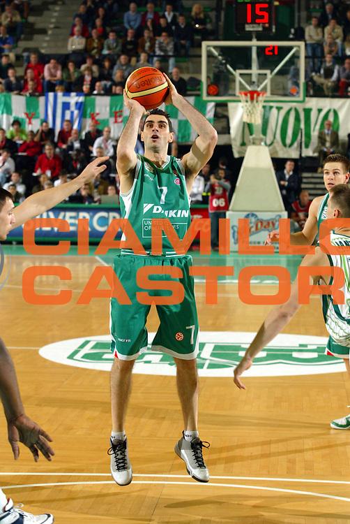 DESCRIZIONE : Treviso Eurolega 2006-07 Benetton Treviso Zalgiris Kaunas<br />GIOCATORE : Soragna<br />SQUADRA : Benetton Treviso<br />EVENTO : Eurolega 2006-2007 Benetton Treviso Zalgiris Kaunas <br />GARA : Benetton Treviso Zalgiris Kaunas <br />DATA : 26/10/2006 <br />CATEGORIA : Tiro<br />SPORT : Pallacanestro <br />AUTORE : Agenzia Ciamillo-Castoria/M.Marchi <br />Galleria : Eurolega 2006-2007 <br />Fotonotizia : Treviso Eurolega 2006-07 Benetton Treviso Zalgiris Kaunas<br />Predefinita :