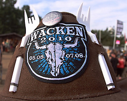 07.08.2010, Wacken Open Air 2010, Wacken, GER, 3.Tag beim 21.Heavy Metal Festival selbstgebastelter Cowboyhut mit Plastikgarbel als Hoerner, EXPA Pictures © 2010, PhotoCredit: EXPA/ nph/  Kohring+++++ ATTENTION - OUT OF GER +++++ / SPORTIDA PHOTO AGENCY