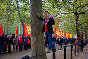 As crowds of supporters and protesters line the Mall in central London, Chinese leader Xi Jinping starts off his state visit to Britain. There is much attached to Anglo-Sino relations and this series of trade and diplomatic events is of great importance to the UK government in terms of new business and investment. Protesters however, voiced their distaste at human rights issues for dissenters and of the occupation of Tibet.