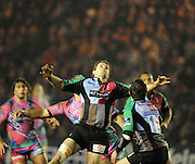 Twickenham, GREAT BRITAIN,  Quins' Nick EVANS looks to collect the high ball, during the Heineken Cup Rugby Pool 4. Match, Harlequins vs Stade Francais, played at Twickenham Stoop, Twickenham, Surrey, on Sat, 13.12.2008.  [Photo, Peter Spurrier/Intersport-images]