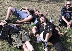 06.08.2010, Wacken Open Air 2010, Wacken, GER, 2.Tag beim 21.Heavy Metal Festival diese Fans schlafen im Rudel ihren Alkoholrausch aus , EXPA Pictures © 2010, PhotoCredit: EXPA/ nph/  Kohring+++++ ATTENTION - OUT OF GER +++++ / SPORTIDA PHOTO AGENCY