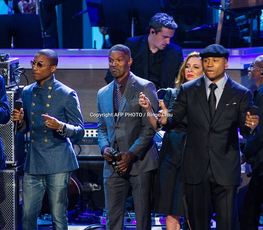 From left to right, Pharrell Williams, Jamie Foxx, Maya Rudolph and LL Cool J onstage during the finale of the concert, Stevie Wonder: Songs In The Key Of Life - An All-Star GRAMMY Salute, at Nokia Theatre L.A. Live on February 10, 2015 in Los Angeles, California. AFP PHOTO / Ringo Chiu