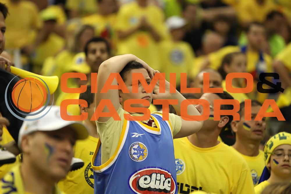 DESCRIZIONE : Barcellona Barcelona Eurolega Eurolegue 2010-11 Final Four Finale Final Maccabi Electra Tel Aviv Panathinaikos<br /> GIOCATORE : fan supporter tifo<br /> SQUADRA : Maccabi Electra Tel Aviv <br /> EVENTO : Eurolega 2010-2011<br /> GARA : Maccabi Electra Tel Aviv Panathinaikos<br /> DATA : 08/05/2011<br /> CATEGORIA : delusione<br /> SPORT : Pallacanestro<br /> AUTORE : Agenzia Ciamillo-Castoria/ElioCastoria<br /> Galleria : Eurolega 2010-2011<br /> Fotonotizia : Barcellona Barcelona Eurolega Eurolegue 2010-11 Final Four Finale Final Maccabi Electra Tel Aviv Panathinaikos<br /> Predefinita :
