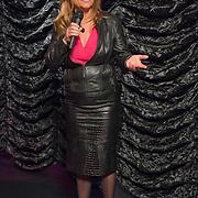 Amsterdam, 03-07-13. Het wassen beeld van de met prijzen overladen singer-songwriter Adele is vanmorgen onthuld in Madame Tussauds door Angela Groothuizen. Foto: Angela Groothuizen houdt een korte toespraak.