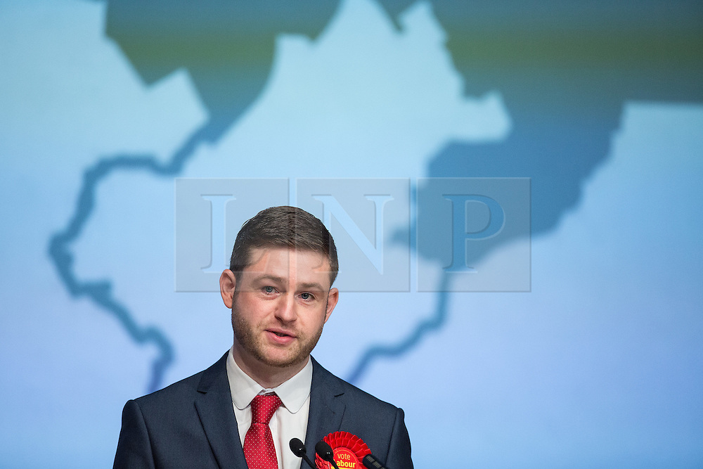 © Licensed to London News Pictures . 04/12/2015 . Oldham , UK . Labour candidate JIM MCMAHON delivers his victory speech at the count at the Oldham West and Royton by-election , at the Queen Elizabeth Hall in Oldham . The by-election was called following the death of MP Michael Meacher . Photo credit : Joel Goodman/LNP