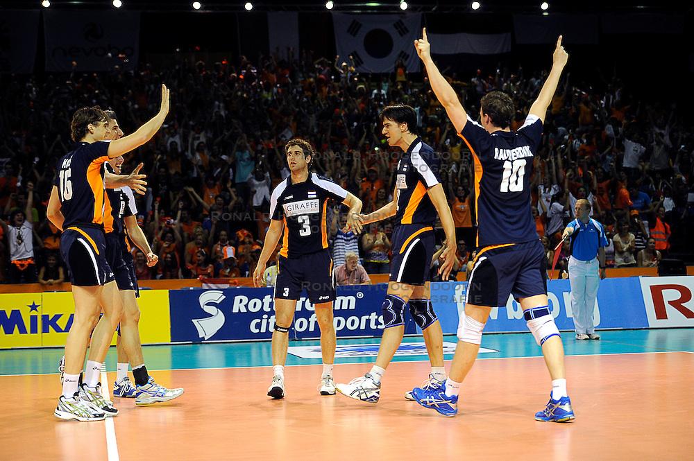 26-06-2010 VOLLEYBAL: WLV NEDERLAND - BRAZILIE: ROTTERDAM<br /> Nederland verliest met 3-1 van Brazilie / Jeroen Rauwerdink, Wytze Kooistra, Yannick van Harskamp en Niels Klapwijk<br /> &copy;2010-WWW.FOTOHOOGENDOORN.NL