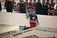 """5.2.2011, Olympiastadion, Helsinki..J??kiekon SM-liiga 2010-11. """"Talviklassikko"""" Jokerit - HIFK..Jokerien aloittaja Otakar Janecky tulee kaukaloon..©Juha Tamminen."""