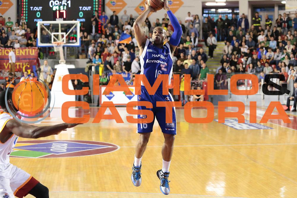 DESCRIZIONE : Roma Lega A 2012-2013 Acea Roma Lenovo Cantu playoff semifinale gara 1<br /> GIOCATORE : Alex Tyus<br /> CATEGORIA : tiro<br /> SQUADRA : Lenovo Cantu<br /> EVENTO : Campionato Lega A 2012-2013 playoff semifinale gara 1<br /> GARA : Acea Roma Lenovo Cantu<br /> DATA : 24/05/2013<br /> SPORT : Pallacanestro <br /> AUTORE : Agenzia Ciamillo-Castoria/M.Simoni<br /> Galleria : Lega Basket A 2012-2013  <br /> Fotonotizia : Roma Lega A 2012-2013 Acea Roma Lenovo Cantu playoff semifinale gara 1<br /> Predefinita :