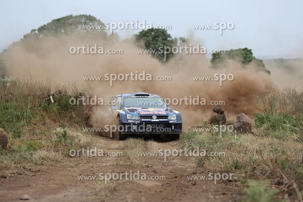 12.06.2015, Putifigari, Alghero, ITA, FIA, WRC, Rally Italia Sardegna 2015, Tag 1, im Bild Sebastien Ogier/Julien Ingrassia (Volkswagen Motorsport/Polo R WRC) // during day one of FIA WRC Rallye Italia Sardegna 2015 at Putifigari in Alghero, Italy on 2015/06/12. EXPA Pictures &copy; 2015, PhotoCredit: EXPA/ Eibner-Pressefoto/ Bermel<br /> <br /> *****ATTENTION - OUT of GER*****