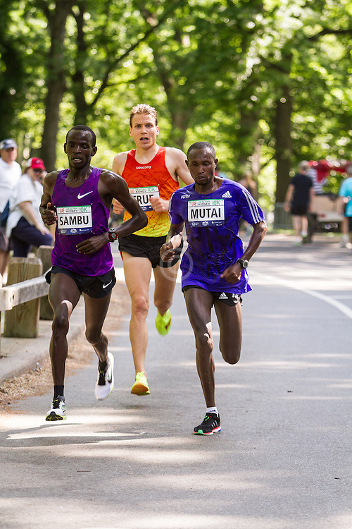 UAE Healthy Kidney 10K, Stephen Sambu, Ben True, Geoffrey Mutai lead race with one mile to go