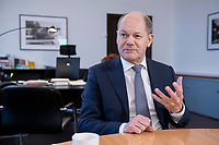21 NOV 2018, BERLIN/GERMANY:<br /> Olaf Scholz, SPD, Bundesfinanzminister, waehrend einem Interview, in seinem Buero, Bundesministerium der Finanzen<br /> IMAGE: 20181121-01-004<br /> KEYWORDS: B&uuml;ro