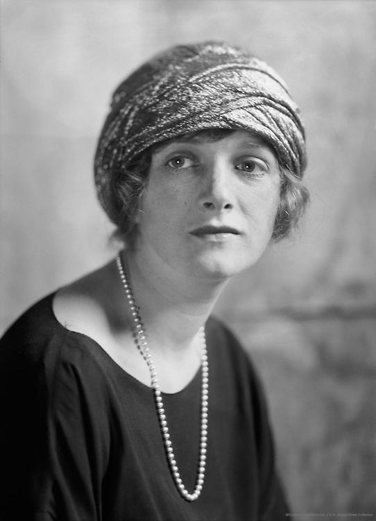 Gladys Cooper, actress, 1921