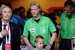 03-04-2010 VOETBAL: AZ - FC UTRECHT: ALKMAAR<br /> FC Utrecht verliest met 2-0 van AZ / Scheidsrechter Kevin Blom<br /> ©2010-WWW.FOTOHOOGENDOORN.NL