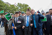 War veterans with an FLA supporter (Simo) during the Football Lads Alliance march between Park Lane and Westminster Bridge, London on 7 October 2017. Photo by Phil Duncan.