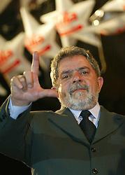 O candidato do PT a prêsidencia  da República, Luiz Inácio Lula da Silva durante comício do PT em Porto Alegre para mais 15 mil pessoas. FOTO: Jefferson Bernardes/Preview.com