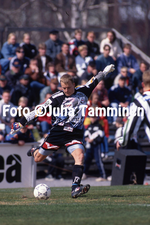 8.5.1997, Hietalahti, Vaasa.<br /> Veikkausliiga 1997.<br /> Vaasan Palloseura - FF Jaro.<br /> Tommi Kainulainen - FF Jaro