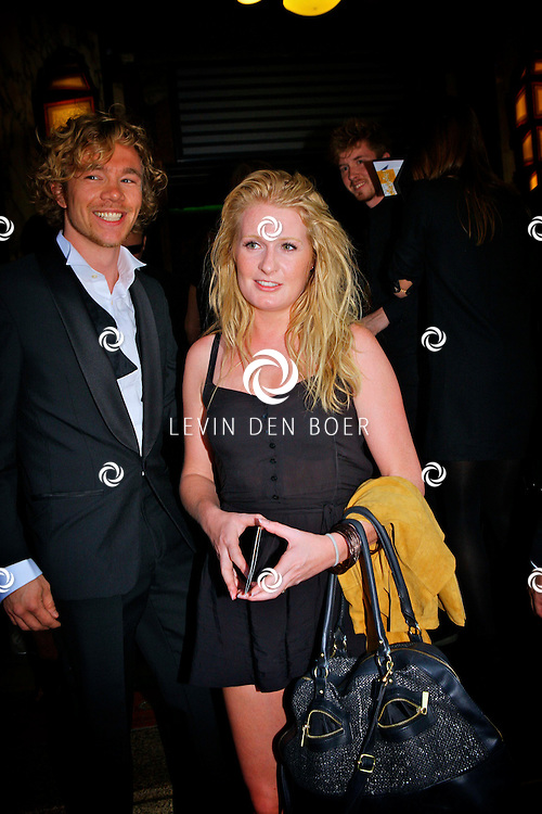 AMSTERDAM - Galapremiere van de nieuwe 3D bioscoopfilm MEN IN BLACK 3 in Pathe Tuschinski.  Met op de foto Sanne Hans alias Miss Montreal en Kobus Groen de bas gitarist. FOTO LEVIN DEN BOER - PERSFOTO.NU