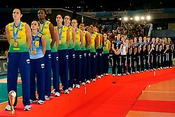 23-08-2009 VOLLEYBAL: WGP FINALS CEREMONY: TOKYO <br /> Brazilie wint de World Grand Prix 2009 / Danielle Lins, Fabiana de Oliveira, Fabiana Claudino en Sheilla Castro<br /> ©2009-WWW.FOTOHOOGENDOORN.NL