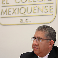 Toluca, Mex -  Jose Alejandro Vargas Castro, presidente del Colegio Mexiquense A.C. durante la conferencia de Dino Cesar Mureddu Torres, catedratico de la UAM Xochimilco titulada Politicas Publicas  y Tejido Social. Practicas y Reflexiones, en el Colegio Mexiquense.   Agencia MVT / Crisanta Espinosa.