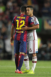 06.05.2015, Camp Nou, Barcelona, ESP, UEFA CL, FC Barcelona vs FC Bayern Muenchen, Halbfinale, Hinspiel, im Bild l-r: Rafinha #12 (FC Barcelona) und Thiago Alcantara #6 (FC Bayern Muenchen) verabschieden sich // during the UEFA Champions League semi finals 1st Leg match between FC Barcelona and FC Bayern Munich at the Camp Nou in Barcelona, Spain on 2015/05/06. EXPA Pictures © 2015, PhotoCredit: EXPA/ Eibner-Pressefoto/ Kolbert<br /> <br /> *****ATTENTION - OUT of GER*****
