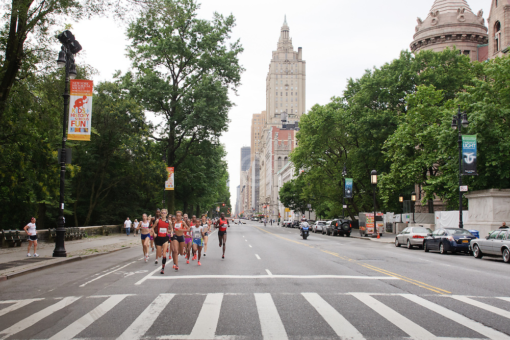 NYRR Mini 10K road race (40th year); leaders in first mile