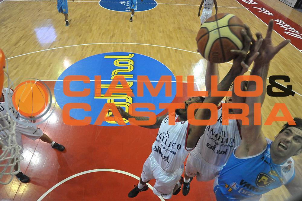 DESCRIZIONE : Biella Lega A 2011-12 Angelico Biella Vanoli Braga Cremona<br /> GIOCATORE : Aubrey Coleman Albert Miralles<br /> SQUADRA :  Angelico Biella<br /> EVENTO : Campionato Lega A 2011-2012 <br /> GARA : Angelico Biella Vanoli Braga Cremona<br /> DATA : 26/02/2012<br /> CATEGORIA : Rimbalzo Special<br /> SPORT : Pallacanestro <br /> AUTORE : Agenzia Ciamillo-Castoria/ L.Goria<br /> Galleria : Lega Basket A 2011-2012 <br /> Fotonotizia : Biella Lega A 2011-12  Angelico Biella Vanoli Braga Cremona<br /> Predefinita