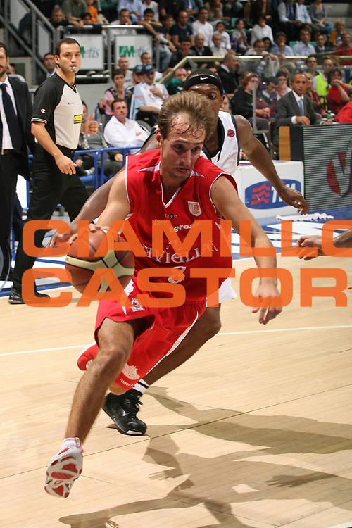 DESCRIZIONE : Bologna Lega A1 2007-08 Upim Fortitudo Bologna Siviglia Wear Teramo<br /> GIOCATORE : Giuseppe Poeta<br /> SQUADRA : Siviglia Wear Teramo<br /> EVENTO : Campionato Lega A1 2007-2008<br /> GARA : Upim Fortitudo Bologna Siviglia Wear Teramo<br /> DATA : 30/09/2007<br /> CATEGORIA : Penetrazione<br /> SPORT : Pallacanestro<br /> AUTORE : Agenzia Ciamillo-Castoria/M.Marchi<br /> Galleria : Lega Basket A1 2007-2008<br /> Fotonotizia : Bologna Campionato Italiano Lega A1 2007-2008 Fortitudo Bologna Siviglia Wear Teramo<br /> Predefinita :