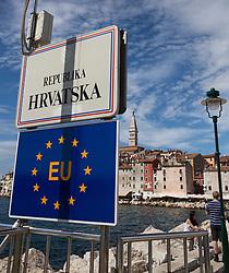 """11.09.2013, Rovinj, CRO, EU Beitritt Kroatien, im Bild EU-Beitritt Kroatien, Schilder """"Republika Hrvatska"""" und der EU stehen an einer Hafeneinfahrt in Rovinj, Istrien, Kroatien, Symbolbild, Symbol, symbolisch, Hochformat, hoch, vertikal // Croatia EU accession in Rovinj, Croatia on 2013/09/11. EXPA Pictures © 2013, PhotoCredit: EXPA/ Eibner/ Klaus Rainer Krieger<br /> <br /> ***** ATTENTION - OUT OF GER *****"""