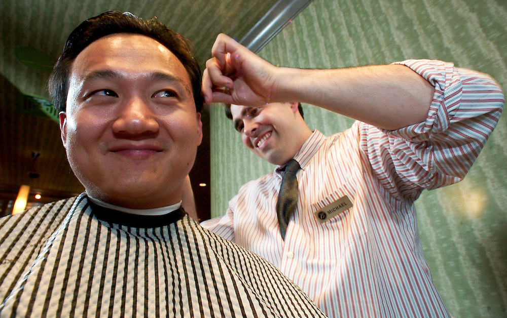 (PFEATURES) Atlantic City 10/23/2003  High Roller James Kwasnik gets haircut by Michael _________ at the Borgata Hotel and Casino.  Michael J. Treola Staff Photographer....MJT