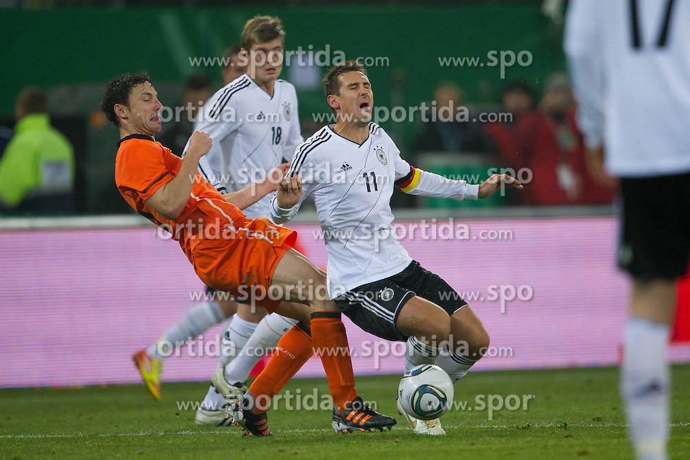 15.11.2011, Imtech Arena, Hamburg, GER, FSP, Deutschland (GER) vs Holland (NED), im Bild Foul Mark van Bommel (NED #06 AC Milan) an Miroslav Klose (GER #11 Rom) // during the Match Gemany (GER) vs Netherland (NED) on 2011/11/15,  Imtech Arena, Hamburg, Germany. EXPA Pictures © 2011, PhotoCredit: EXPA/ nph/ Kokenge..***** ATTENTION - OUT OF GER, CRO *****
