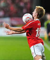 13.11.2010, Bruchwegstadion, Mainz, GER, 1. FBL, FSV Mainz 05 vs Hannover 96, im Bild Lewis HOLTBY (Mainz GER #18) bei der Ballannahme, EXPA Pictures © 2010, PhotoCredit: EXPA/ nph/  Roth+++++ ATTENTION - OUT OF GER +++++